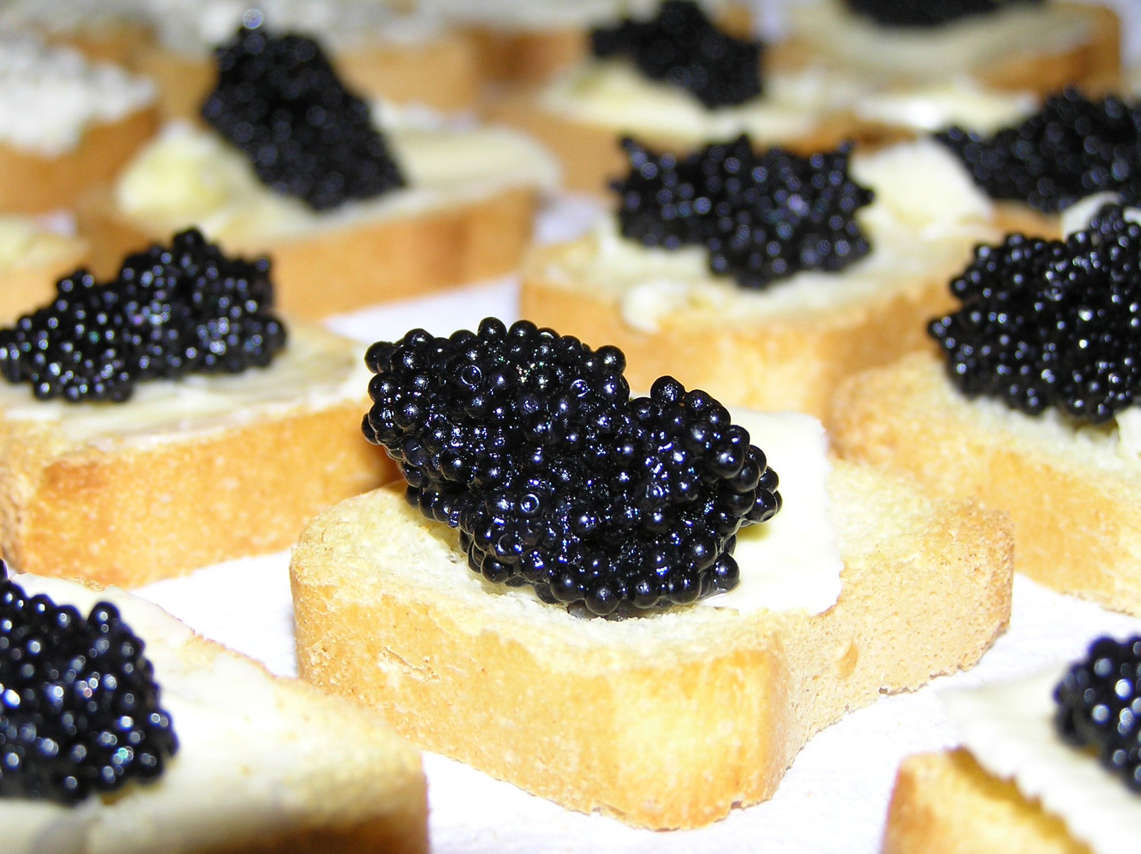 O day s travel woes 91 how i taught the world to eat for How to prepare caviar